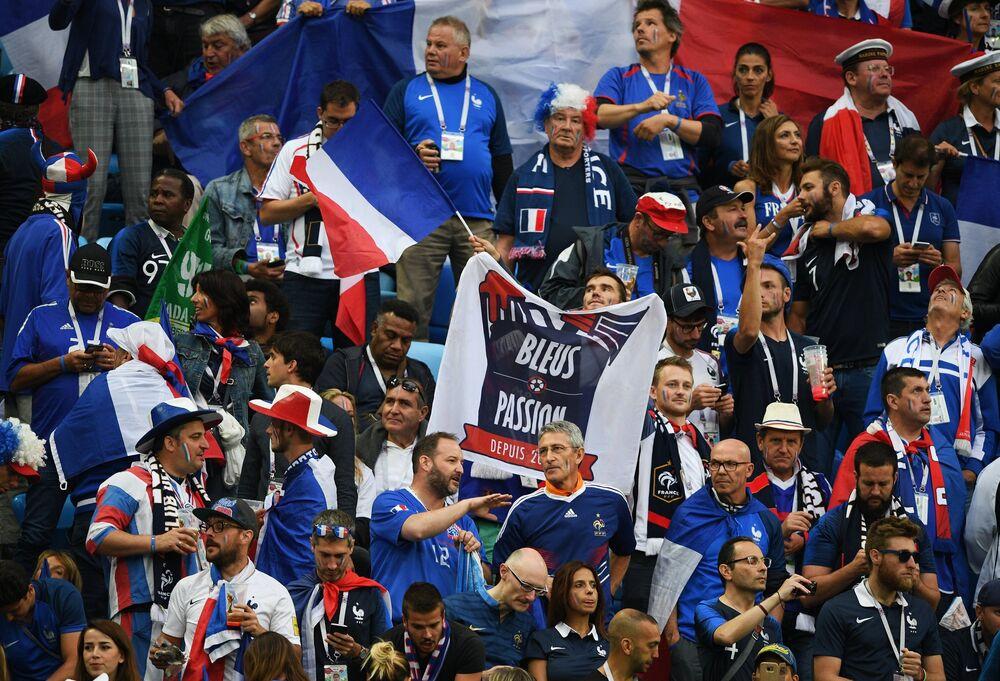 Torcida francesa em São Petersburgo durante o confronto entre França e Bélgica pelas semifinais da Copa do Mundo