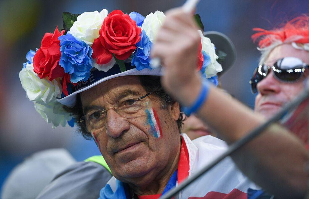 Torcedor da seleção francesa, que derrotou a Bélgica hoje e garantiu vaga na final da Copa do Mundo FIFA 2018