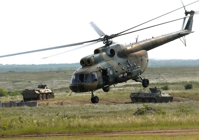 Helicóptero Mi-8 participando das manobras Clever Ferret 2010 na Hungria (foto de arquivo)