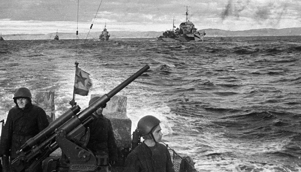 Um destacamento de navios da Frota do Norte durante a Segunda Guerra Mundial.