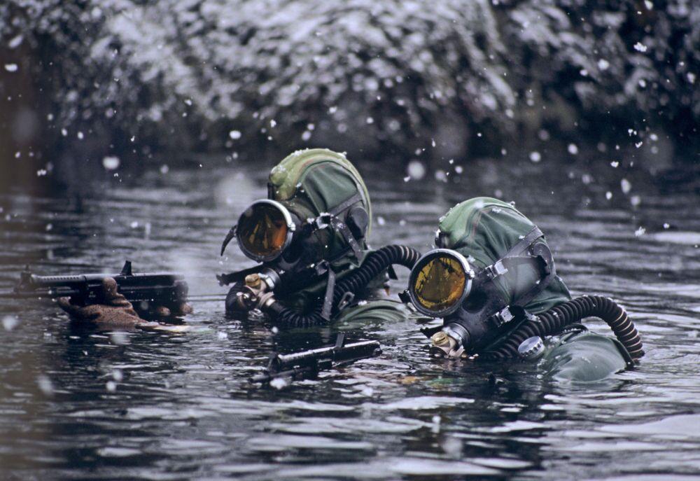 Mergulhadores da Frota do Norte da Marinha da Rússia.