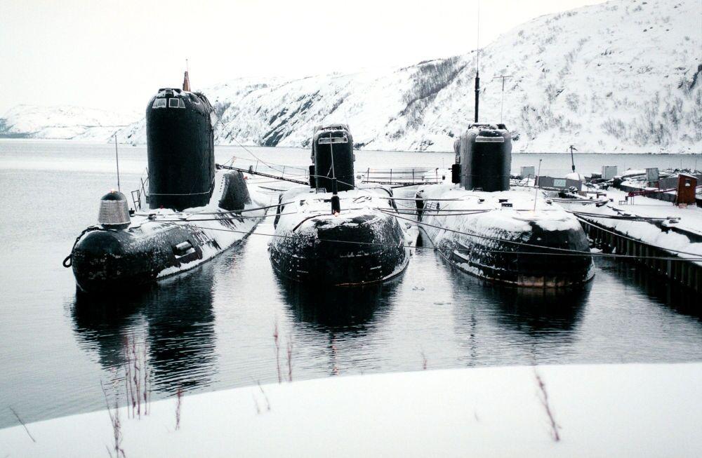 Submarinos a diesel em Severomorsk.