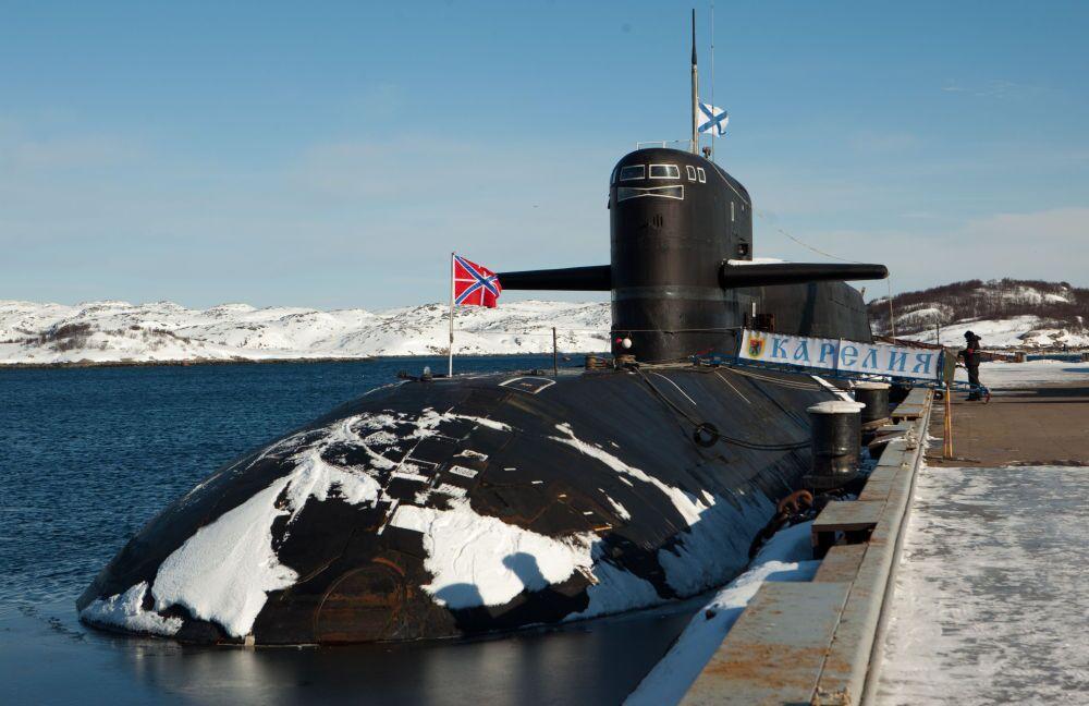 Submarino nuclear Karelia no cais da base da Frota do Norte da Marinha da Rússia, na cidade de Gadzhievo.