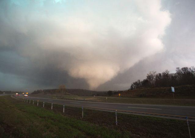 Tornado em Oklahoma, 25 de março de 2015 (foto de arquivo)