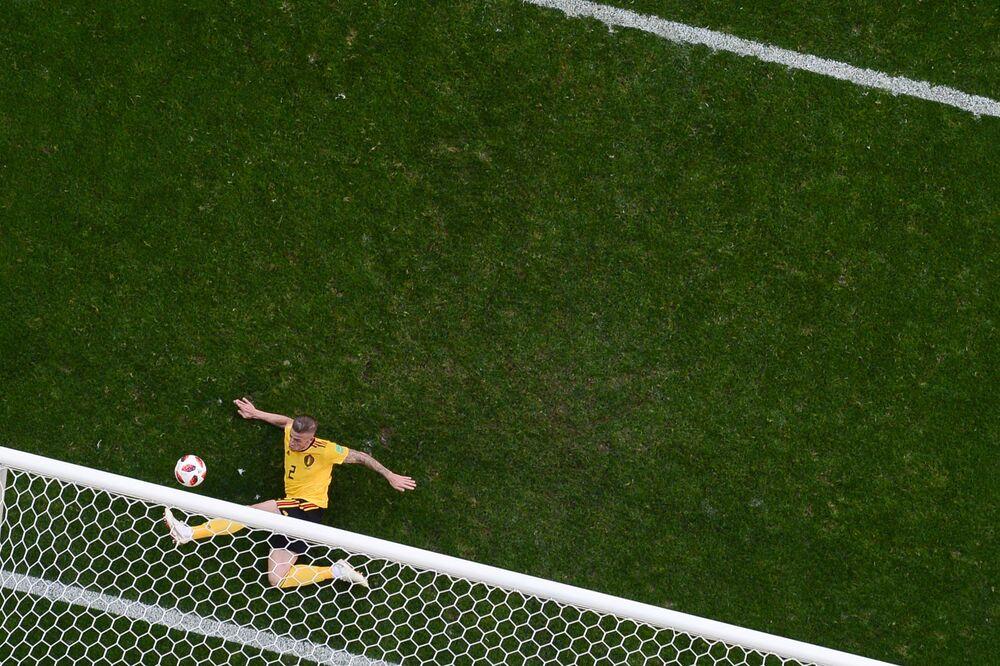 Toby Anderwield salva em cima o time da Bélgica em cima da linha na disputa do 3º lugar na Copa do Mundo de 2018.