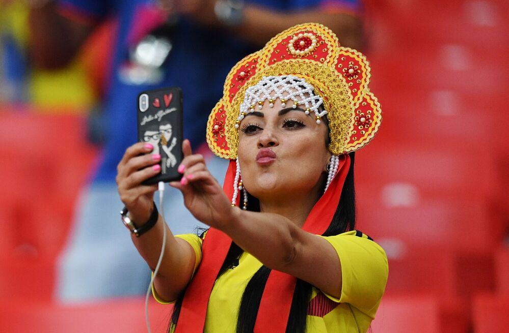 Torcedora colombiana antes da partida das oitavas de final da Copa 2018 entre a Colômbia e a Inglaterra