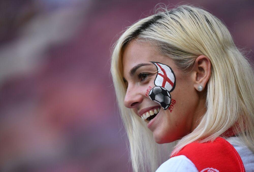 Torcedora britânica antes da partida da semifinal da Copa 2018 entre a Croácia e a Inglaterra