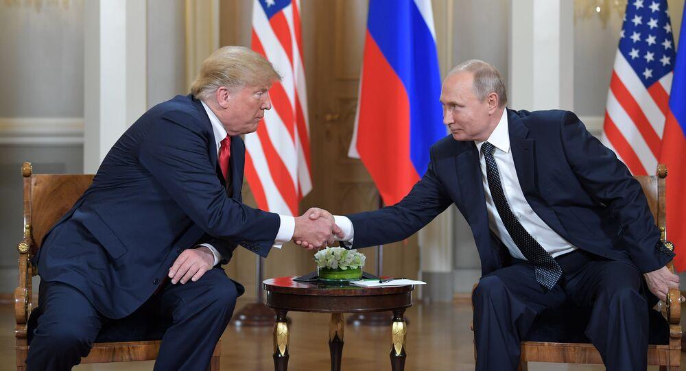 Presidente russo, Vladimir Putin, e o líder norte-americano, Donald Trump, durante o encontro no Palácio Presidencial em Helsinque, Finlândia