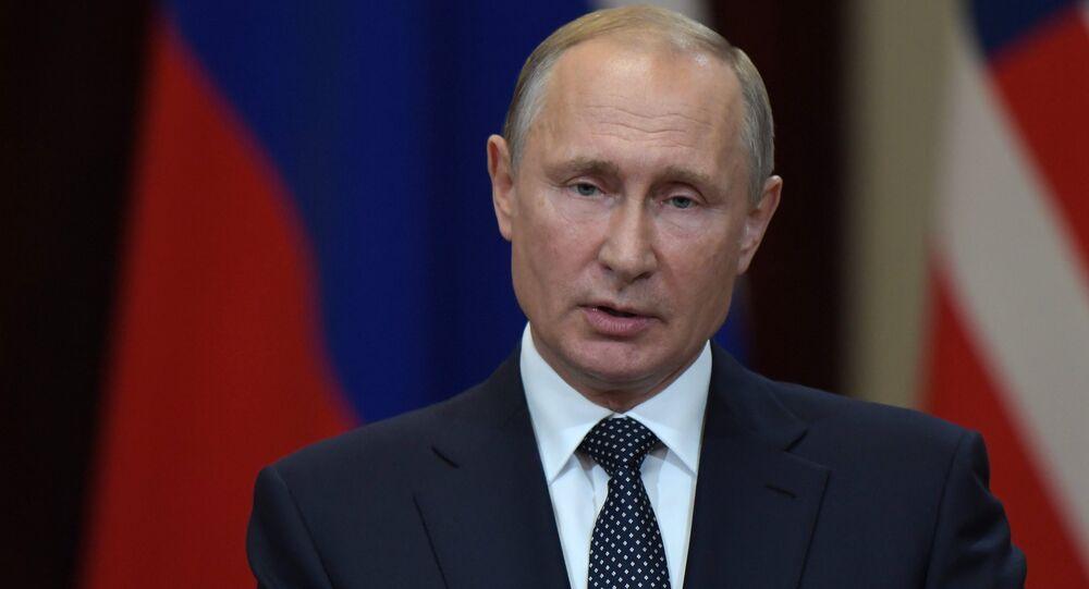 Presidente russo Vladimir Putin durante a coletiva de imprensa conjunta com o lídr norte-americano Donald Trump