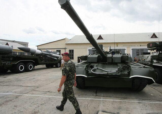 Tanque T-84 Oplot das Forças Armadas da Ucrânia