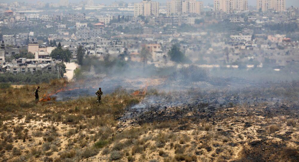 Soldados israelenses perto da fronteira com a faixa de Gaza
