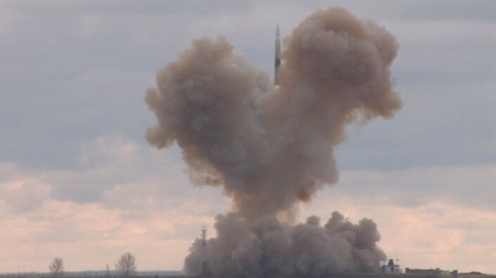 Teste com o míssil hipersônico russo Avangard