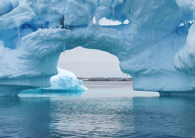 Icebergs da península Antártica