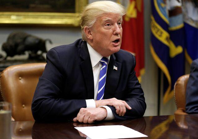 O presidente dos EUA, Donald Trump, fala durante uma reunião dos líderes do Partido Republicano (foto de arquivo)