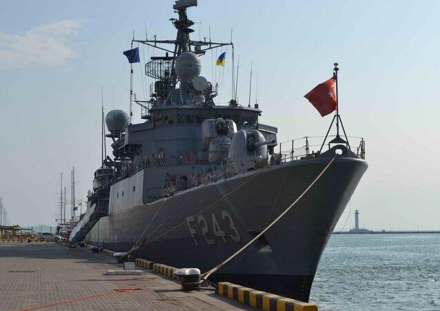 Navio do grupo permanente da OTAN no porto de Odessa