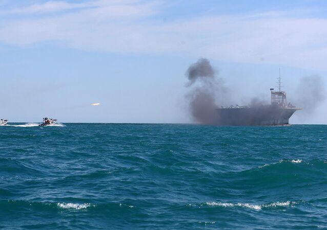 Manobras navais no estreito de Ormuz (foto de arquivo)