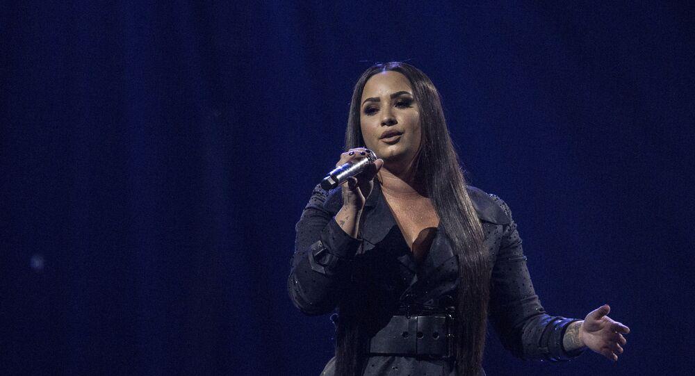 Demi Lovato se apresentando na O2 Arena, em Londres, Inglaterra, em 25 de junho de 2018