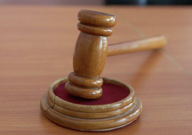 Martelo na sala de tribunal.
