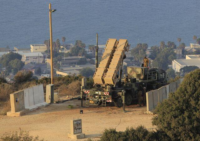 Soldados israelenses perto do lançador de mísseis Patriot na cidade de Haifa, Israel, 28 de agosto de 2013