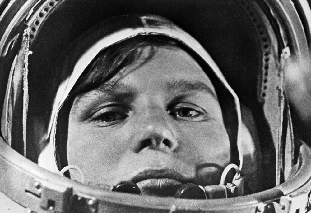 Cosmonauta russa Valentina Tereshkova, a primeira mulher a viajar ao espaço em 16 de junho de 1963, na nave Vostok VI