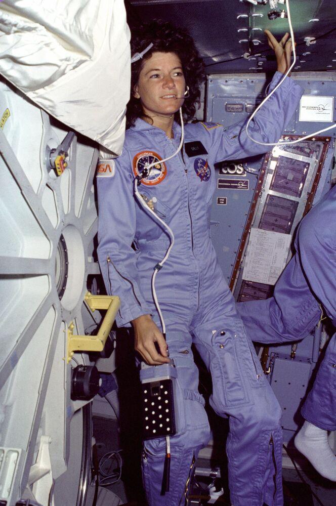 Sally Ride, a primeira mulher astronauta dos EUA a ter viajado ao espaço, em 18 de junho de 1983