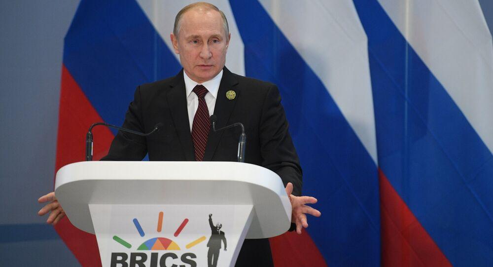 Presidente russo Vladimir Putin durante a coletiva de imprensa após a 10ª cúpula do BRICS em Johanesburgo, África do Sul