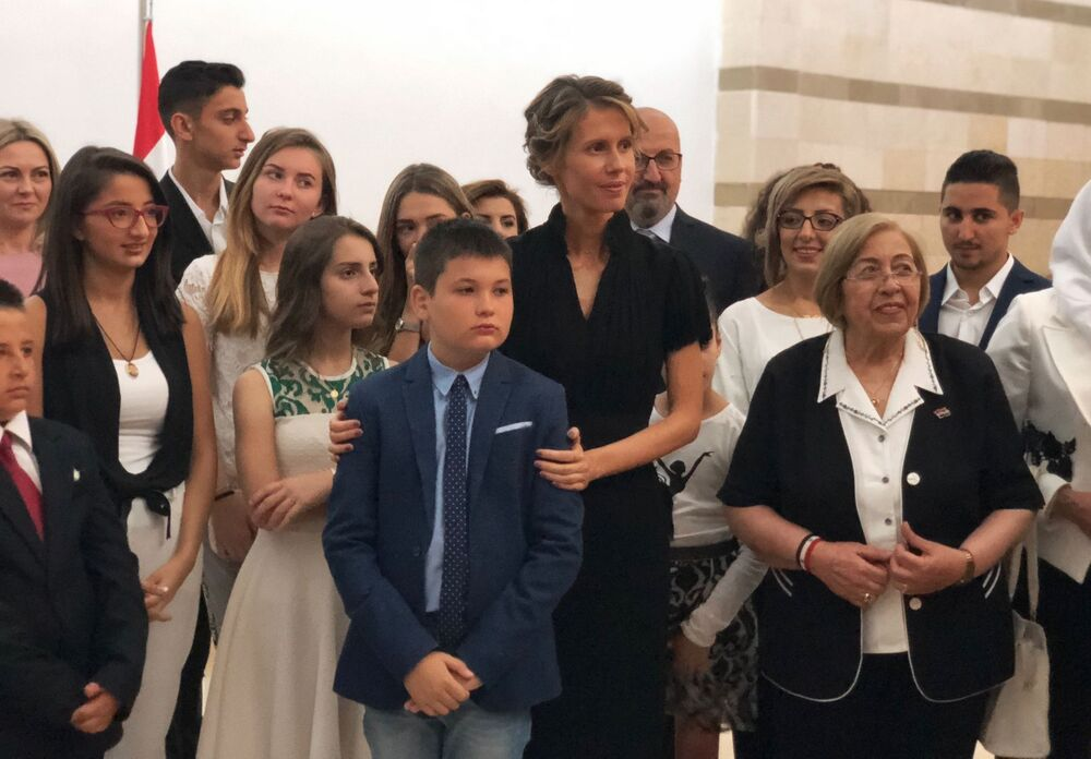 A primeira-dama da Síria, Asma Assad, durante um encontro com famílias dos militares russos mortos na Síria.