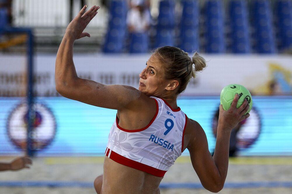 Esportista russa Ksenia Dyachenko na partida da fase preliminar do VIII Campeonato Mundial feminino de handebol 2018 entre Rússia e Tailândia