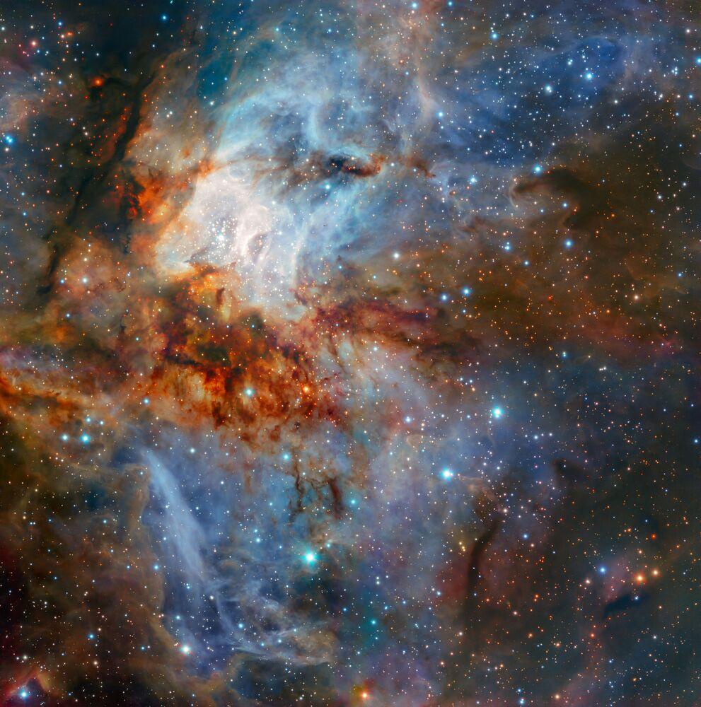 O cluster estrelar RCW 38 fotografado em todo seu esplendor pelo conjunto de telescópios (VLT) do Observatório Europeu do Sul