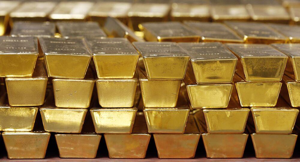 Barras de ouro empilhadas em cofre na Casa da Moeda dos Estados Unidos, Nova York (imagem de arquivo)