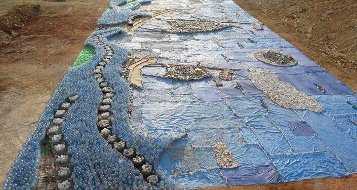 Mosaico de lixo criado por libaneses