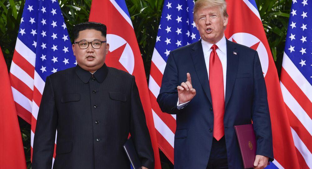 Líder norte-coreano, Kim Jong-un, e o presidente dos EUA, Donald Trump