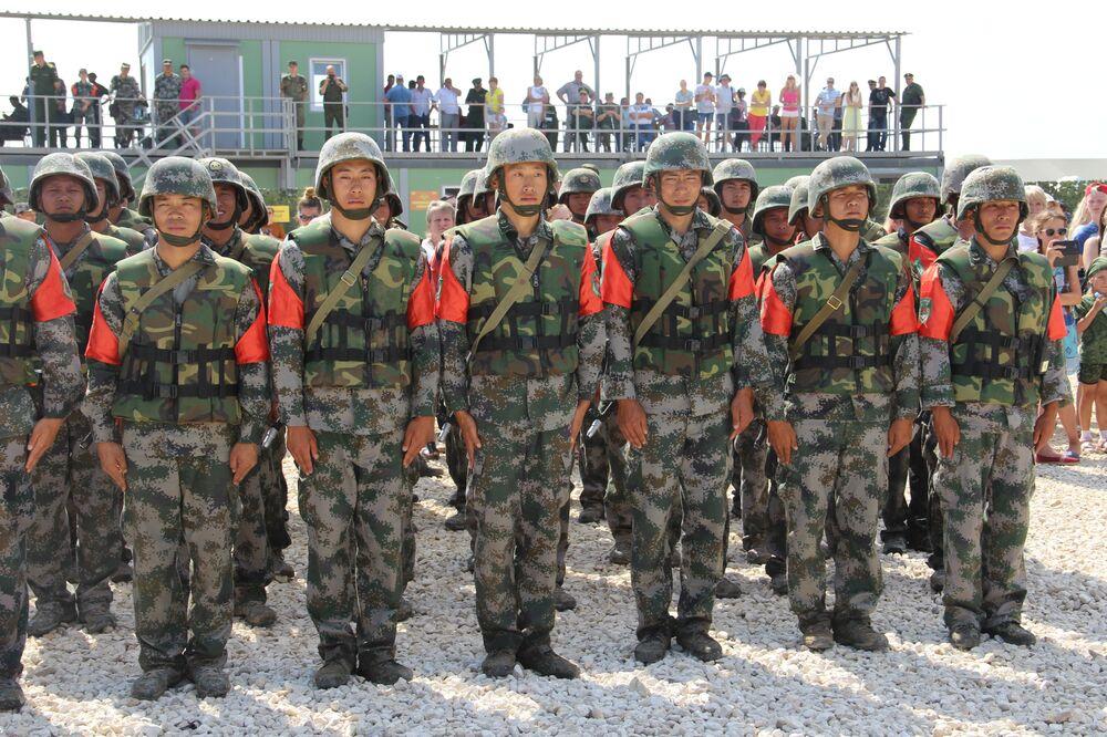 Militares chineses durante a cerimônia de condecoração no consurso Otkrytaya Voda 2018