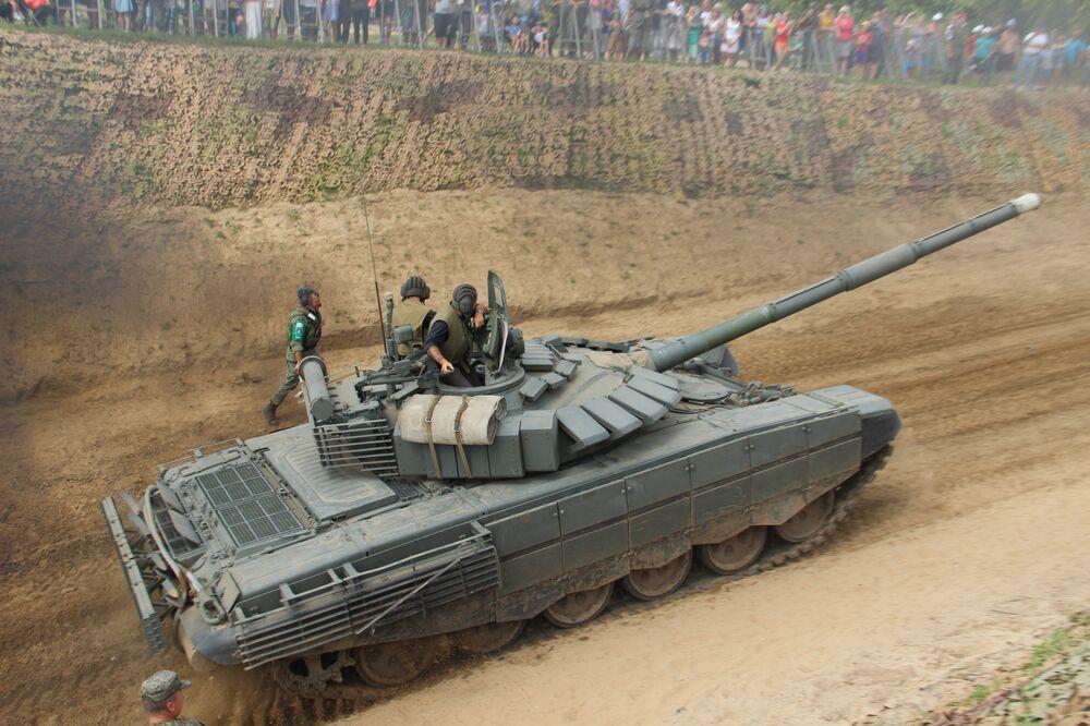 Tanqueiros russos participam do consurso Otkrytaya Voda 2018
