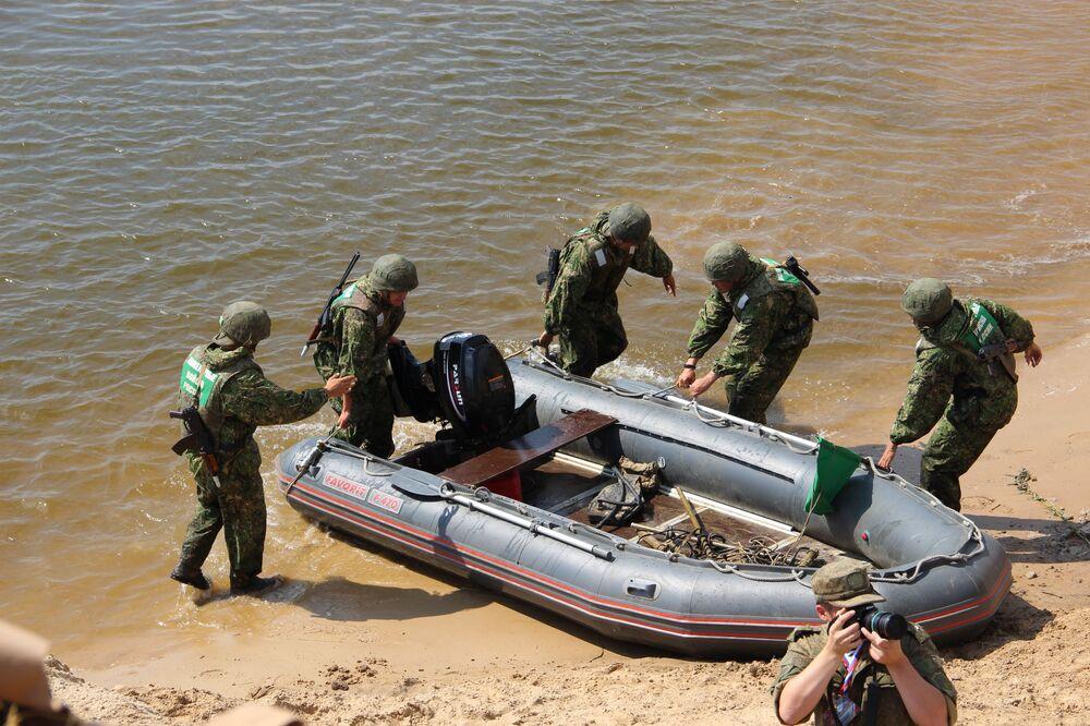 Militares russos participam do concurso Otkrytaya Voda 2018