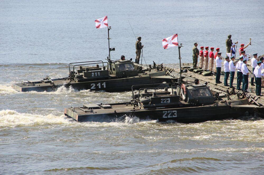 Militares russos participam da abertura do concurso Otkrytaya Voda 2018