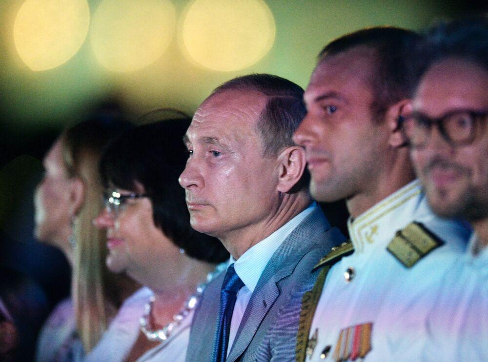 O presidente russo, Vladimir Putin, assiste ao show no âmbito do festival Ópera em Khersones, na Crimeia, em 4 de agosto de 2018