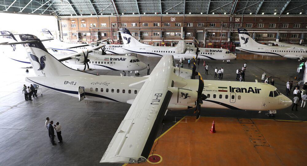 Nesta foto fornecida pela Tasnim News Agency, as novas aeronaves comerciais da Iran Air estacionadas no aeroporto de Mehrabad, em Teerã.