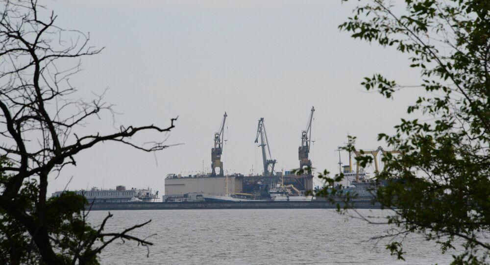 Vista para o porto de Mariupol, 13 de maio de 2014