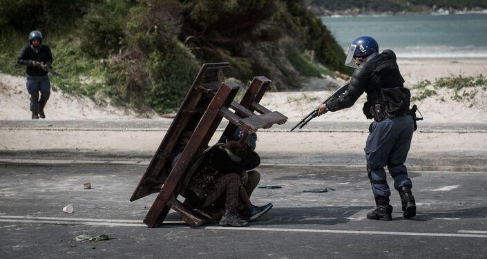 Confrontação, foto vencedora na categoria Notícias Principais