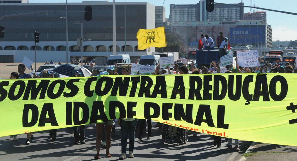 Caminhada contra a redução da maioridade penal em Brasília