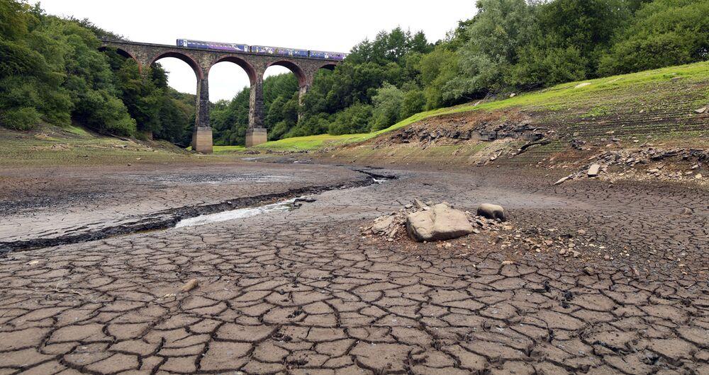 Parte seca do reservatório de Wayoh, no noroeste da Inglaterra