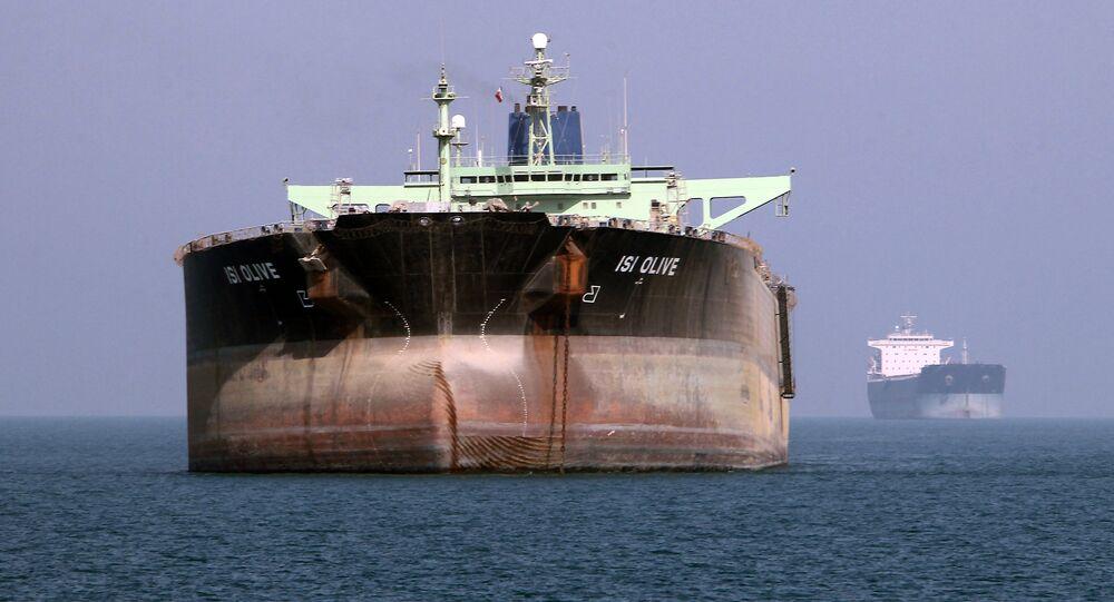 Petroleiro no porto de Bandar Abbas, Irã, 2 de julho de 2012