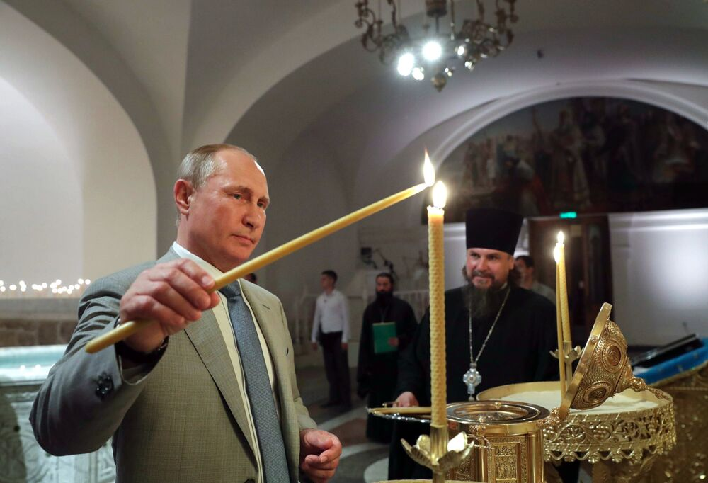 Presidente da Rússia, Vladimir Putin, visita a Catedral de Vladimir, na Crimeia