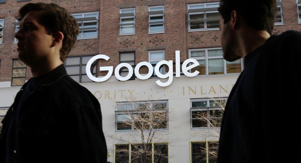 Pessoas perto do escritório do Google, Nova York