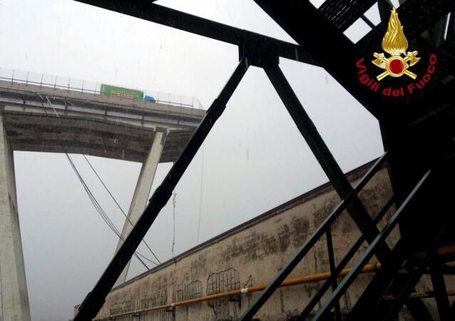 Ponte destruída na cidade de Gênova, no norte da Itália