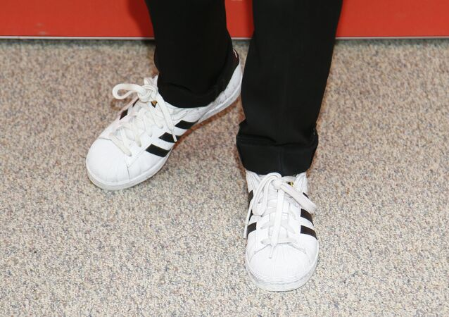 Tênis Adidas (foto referencial)