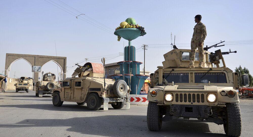 Segurança afegã patrulha cidade de Ghazni na província de Cabul, Afeganistão, 12 de agosto de 2018