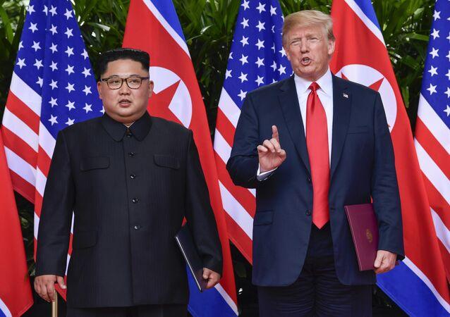 O líder norte-coreano, Kim Jong-un e o presidente dos EUA Donald Trump