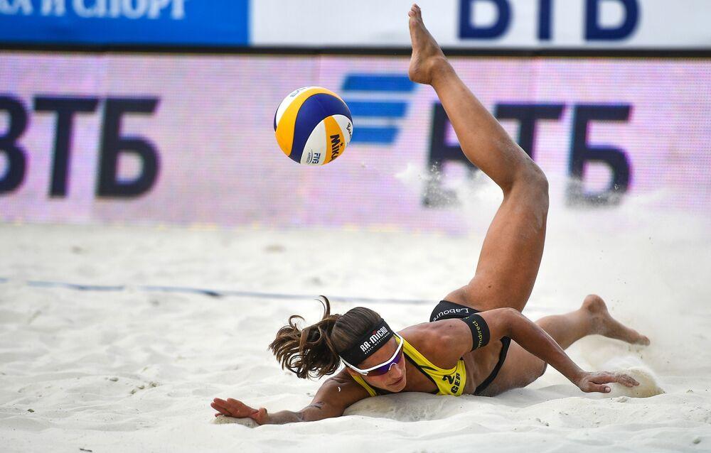 Atleta alemã, Chantal Labour, na partida entre Alemanha e Suíça para o terceiro lugar no Mundial de Vôlei de Praia, em 16 de agosto de 2018